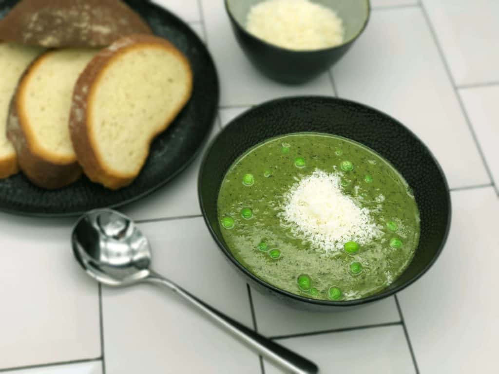 Homemade Mint and pea soup