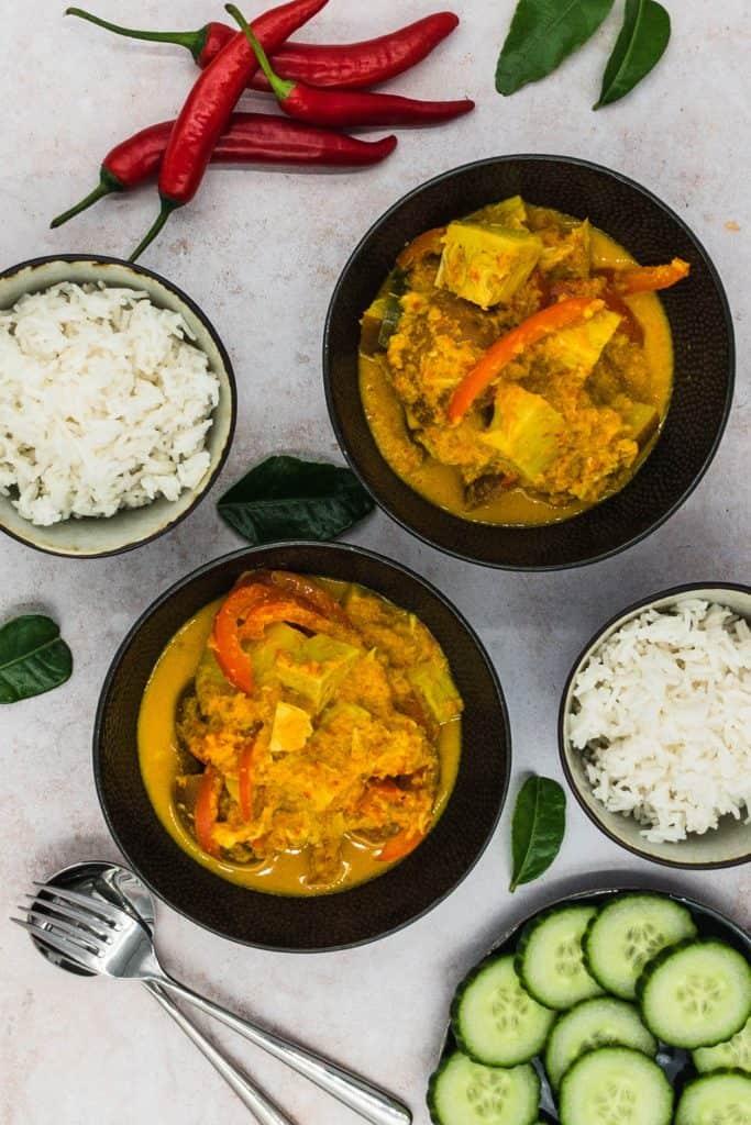 Bowls of Indonesian vegan jackfruit rendang