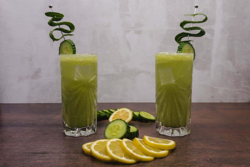 Fresh Tom Collins mocktail with lemon slice, cucmber and ice