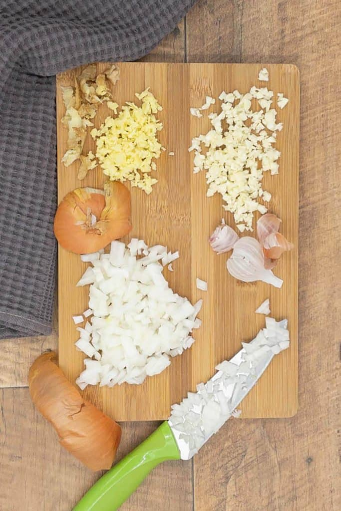 Chopped ginger, garlic and onion on a chopping board
